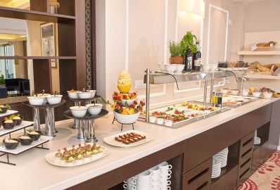 Breakfast and half board offer - Outlet Hotel